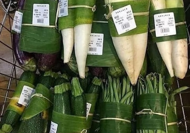 A supermarket in California alternative to plastic produce bags